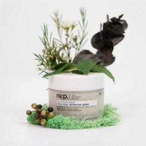 Mặt nạ đất sét RE:P Bio Fresh Mask With Real Nutrition Herbs với chiết xuất từ cây hương thảo giúp chống oxy hóa và dưỡng ẩm cho da ( Nguồn: internet)